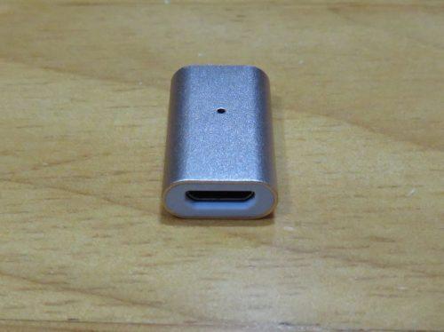 充電コードを接続するためのMicroUSB端子