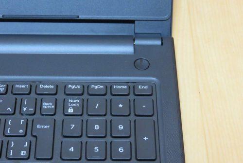 キーボード右上にある電源ボタン