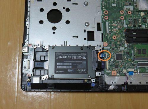 SSDをパソコン本体に取り付ける
