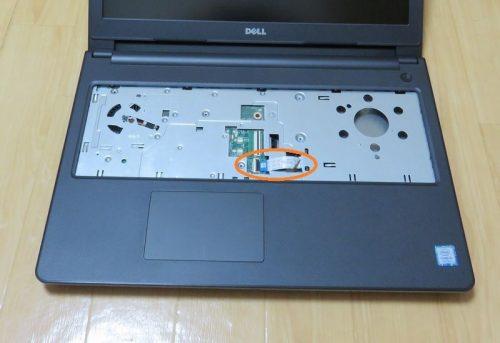 DVDドライブ接続用のケーブルをしっかりともとに戻す