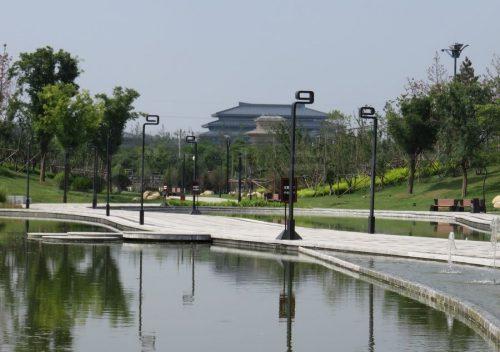 遠くに見える博物館の建物